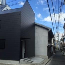天神橋の家:屋上テラスのある都市住宅 (外観)