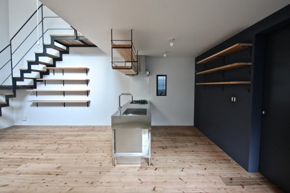 天神橋の家:屋上テラスのある都市住宅 (キッチン)