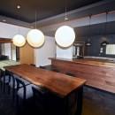 生駒山荘の別荘リノベーション(外国人家族):大阪 中古住宅のリノベーションの写真 リビングダイニング