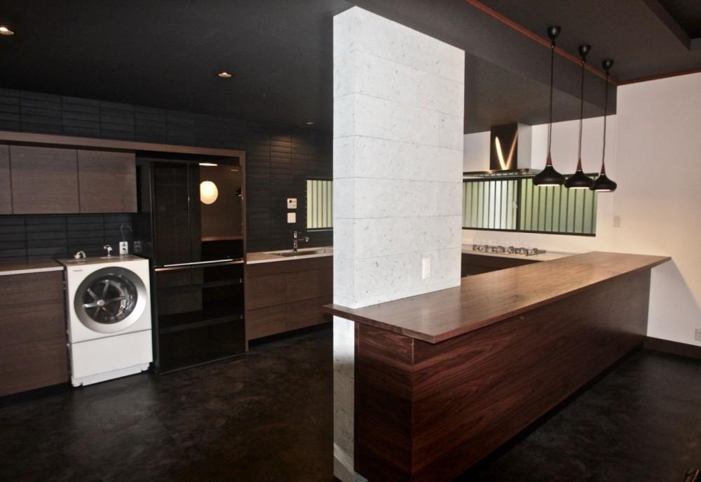 生駒山荘の別荘リノベーション(外国人家族):中古物件のリノベーション (キッチン)