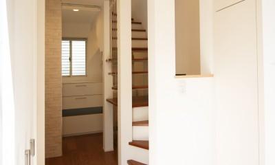 TWIN SMALL HOUSE (玄関を少しでも開放的に)