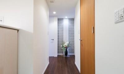 子ども部屋の実現はもちろん、新旧を巧みに調和させながら華やかさを演出した住まい (玄関)