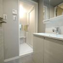 柔らかなナチュラルテイストの写真 洗面室