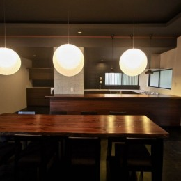 生駒山荘の別荘リノベーション(外国人家族):大阪 中古住宅のリノベーション (ダイニングテーブル. キッチン)