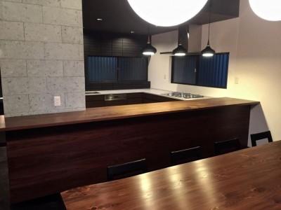 ダイニングテーブル. キッチン (生駒山荘の別荘リノベーション:中古物件のリノベーション)