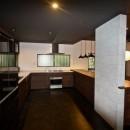 生駒山荘の別荘リノベーション(外国人家族):大阪 中古住宅のリノベーションの写真 オーダーキッチン