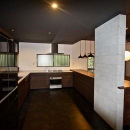 生駒山荘の別荘リノベーション(外国人家族):大阪 中古住宅のリノベーション (オーダーキッチン)