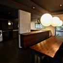 生駒山荘の別荘リノベーション(外国人家族):大阪 中古住宅のリノベーションの写真 ダイニングキッチン