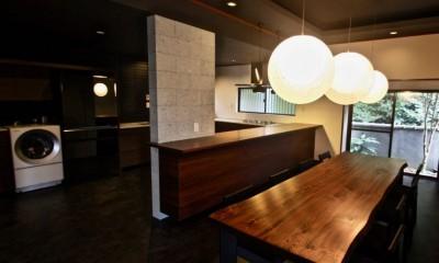 生駒山荘の別荘リノベーション(外国人家族):大阪 中古住宅のリノベーション (ダイニングキッチン)
