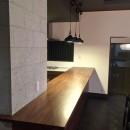 生駒山荘の別荘リノベーション(外国人家族):大阪 中古住宅のリノベーションの写真 カウンターキッチン
