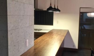 生駒山荘の別荘リノベーション(外国人家族):大阪 中古住宅のリノベーション (カウンターキッチン)