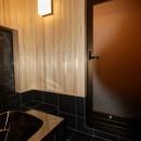 生駒山荘の別荘リノベーション(外国人家族):大阪 中古住宅のリノベーションの写真 浴室
