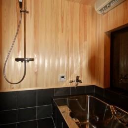 生駒山荘の別荘リノベーション(外国人家族):大阪 中古住宅のリノベーション (浴室)