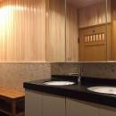 生駒山荘の別荘リノベーション(外国人家族):大阪 中古住宅のリノベーションの写真 洗面.脱衣室