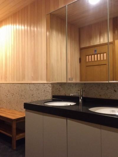 洗面.脱衣室 (生駒山荘の別荘リノベーション:中古物件のリノベーション)
