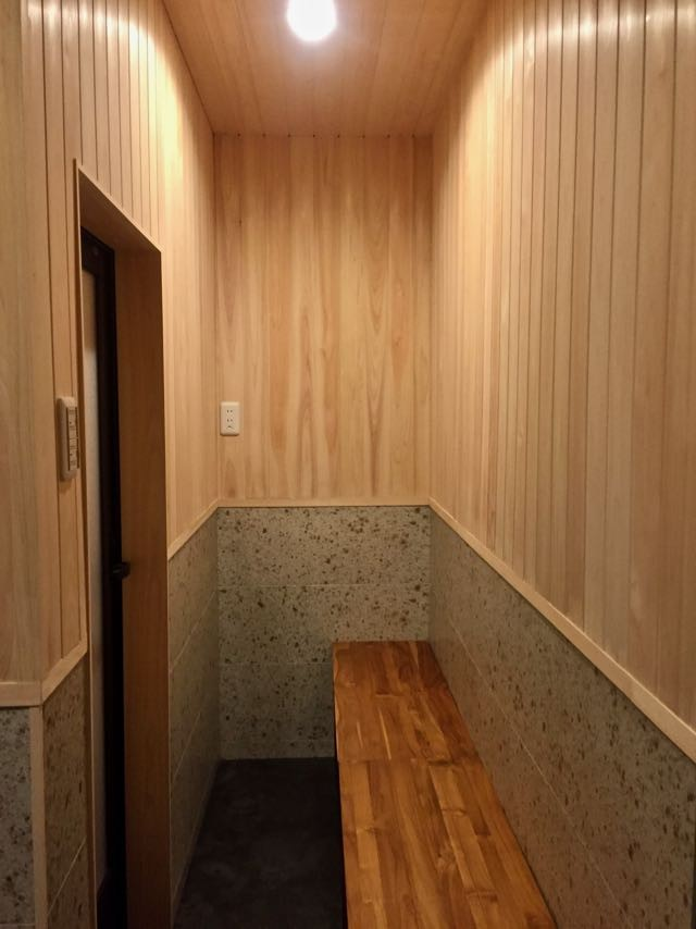 生駒山荘の別荘リノベーション(外国人家族):中古物件のリノベーション (脱衣室)