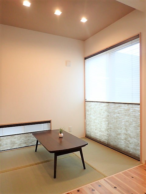 木のぬくもりに包まれたナチュラルテイストの無垢の家 (畳スペース)