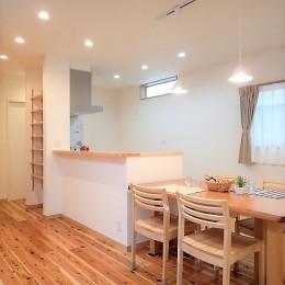 木のぬくもりに包まれたナチュラルテイストの無垢の家 (ダイニングキッチン)