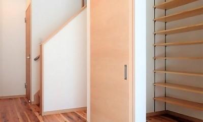 木のぬくもりに包まれたナチュラルテイストの無垢の家 (玄関)