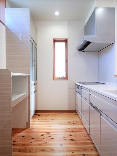 キッチン (小上がり畳の寝室のあるお家)
