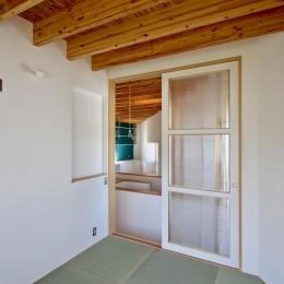 箕面の家:店舗付き住宅 (2階 寝室)