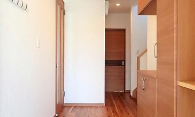小上がり畳の寝室のあるお家 (玄関ホール)