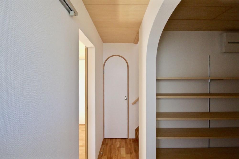 箕面の家:大阪.箕面の店舗付き住宅 (玄関.廊下)