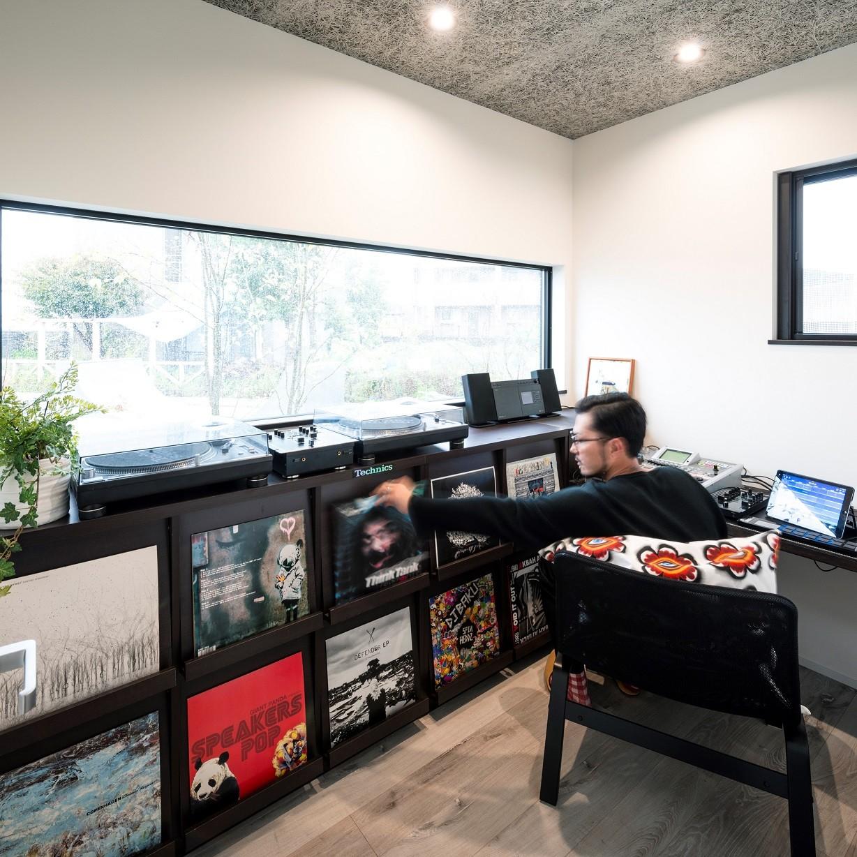 書斎事例:パパのレコード趣味部屋(全方向から眺めてカッコいい「ロの字の平屋」)