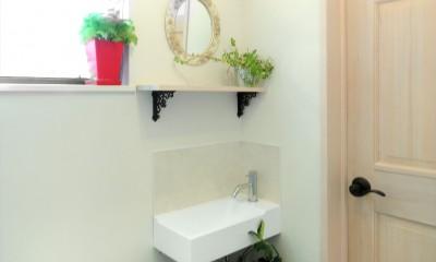 小さなイングリッシュコテージレストラン、まあさの家 (無垢材と珪藻土のトイレ)