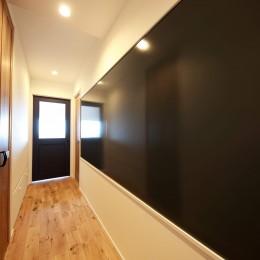 Natural Cute~無垢材×DIY塗装でオンリーワンな空間を~ (廊下)