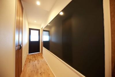 廊下 (Natural Cute~無垢材×DIY塗装でオンリーワンな空間を~)