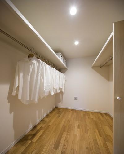 ウォークインクローゼット:布団を仕舞う収納を確保する家 (布団を仕舞う収納を確保する家)