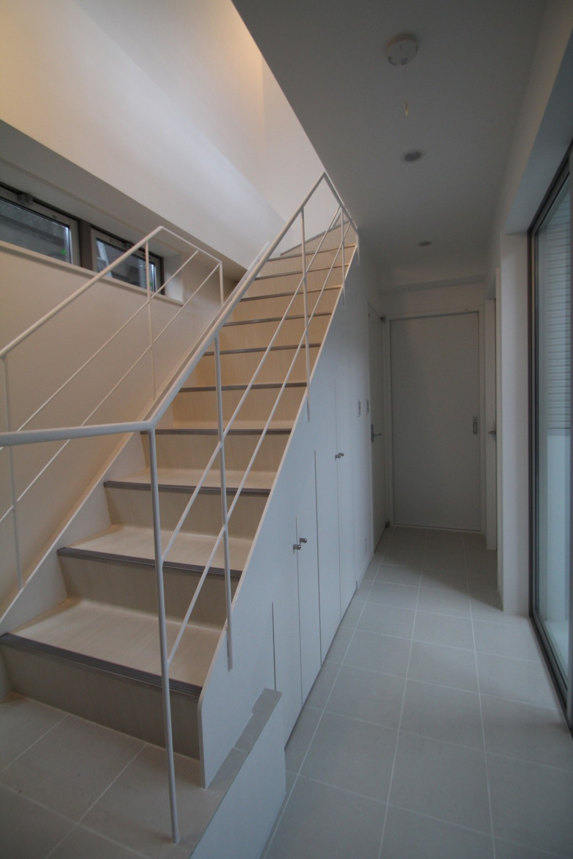 階段下収納:階段下スペースを収納+αで上手く活用した家 (階段下スペースを収納+αで上手く活用した家)