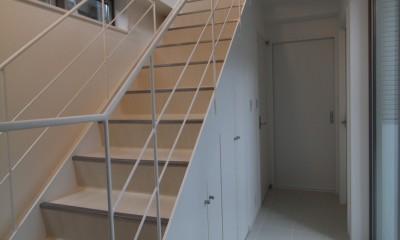 階段下スペースを収納+αで上手く活用した家