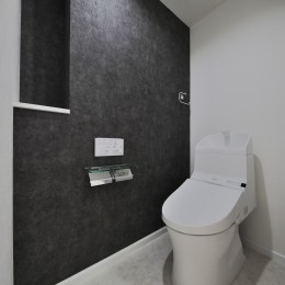 ブルー好きな夫婦の北欧テイストな家 (トイレ)
