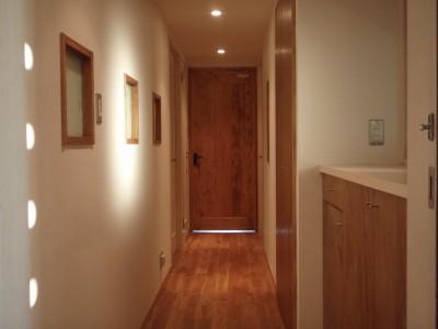 玄関から廊下 (片瀬海岸のマンション)