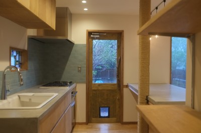 草屋根の家 (造作キッチン)