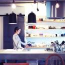 ルーフバルコニーにリビングを移動させた目黒の家の写真 魅せるキッチン