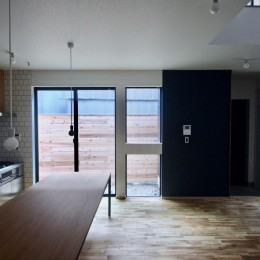 三国の住宅:大阪のデザイン住宅 3階建て (1階 LDKスペース)