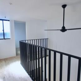 三国の住宅:都心に暮らす家族5人の家 (2階廊下)