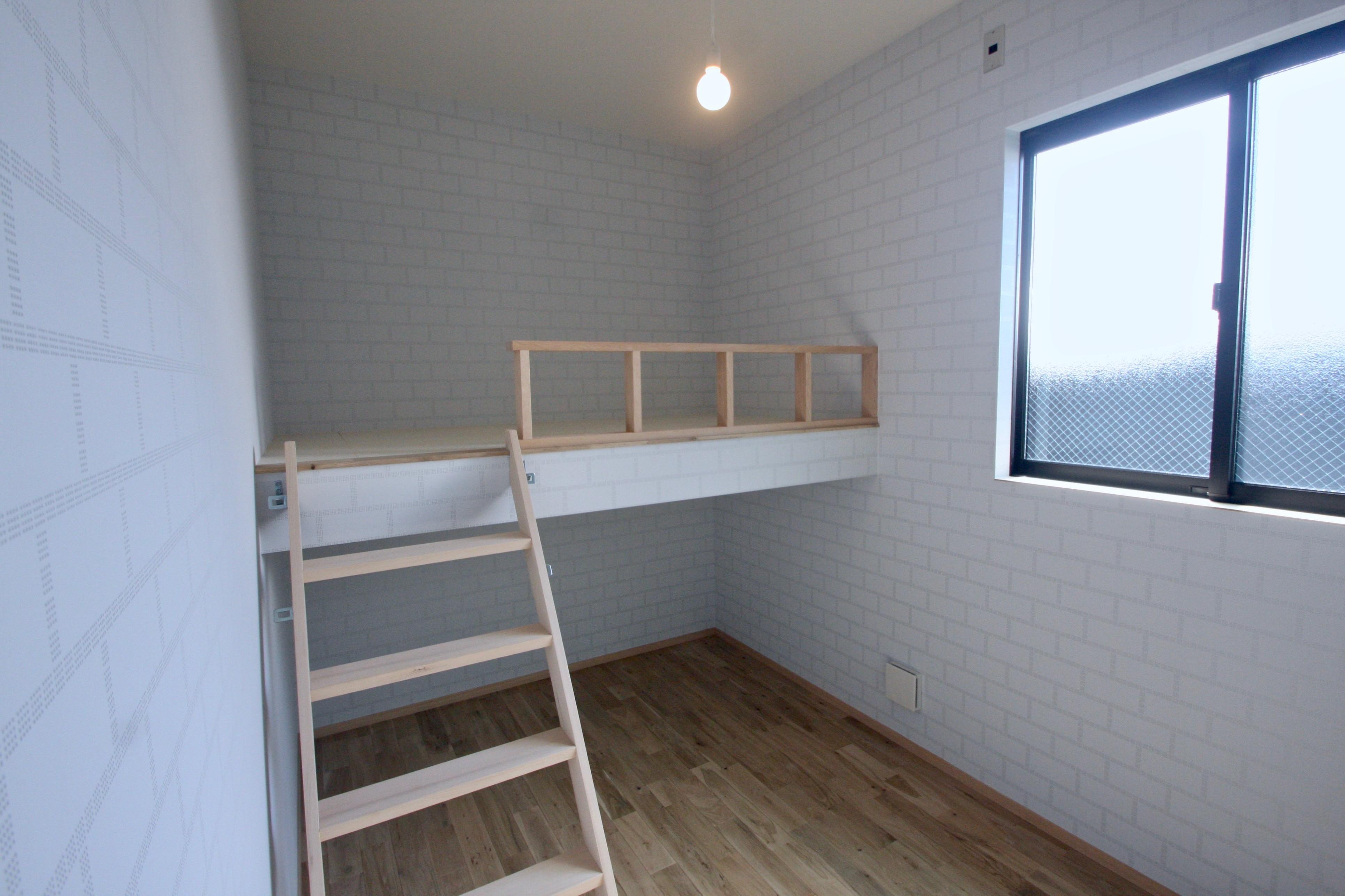 子供部屋事例:2階子供部屋(三国の住宅:都心に暮らす家族5人の家)