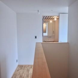 三国の住宅:大阪のデザイン住宅 3階建て (3階廊下)