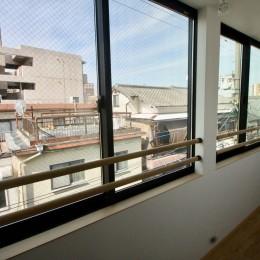 三国の住宅:都心に暮らす家族5人の家 (3階サンルーム)