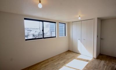 三国の住宅:大阪のデザイン住宅 3階建て (3階主寝室)