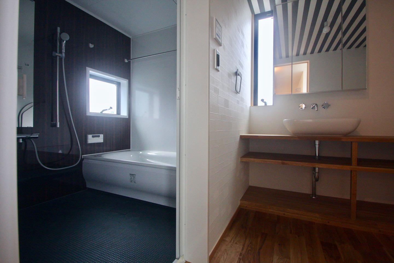 バス/トイレ事例:3階洗面. 浴室(三国の住宅:大阪のデザイン住宅 3階建て)