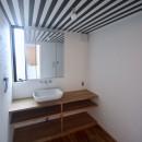 三国の住宅:都心に暮らす家族5人の家の写真 3階洗面室
