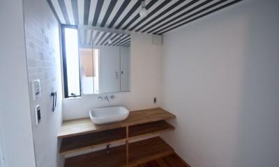 三国の住宅:大阪のデザイン住宅 3階建て (3階洗面室)
