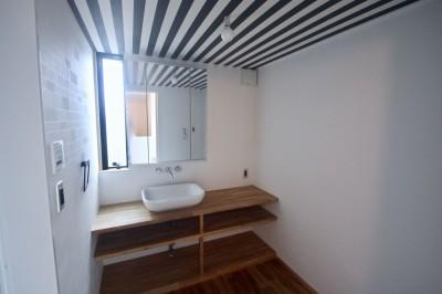 3階洗面室 (三国の住宅:大阪のデザイン住宅 3階建て)