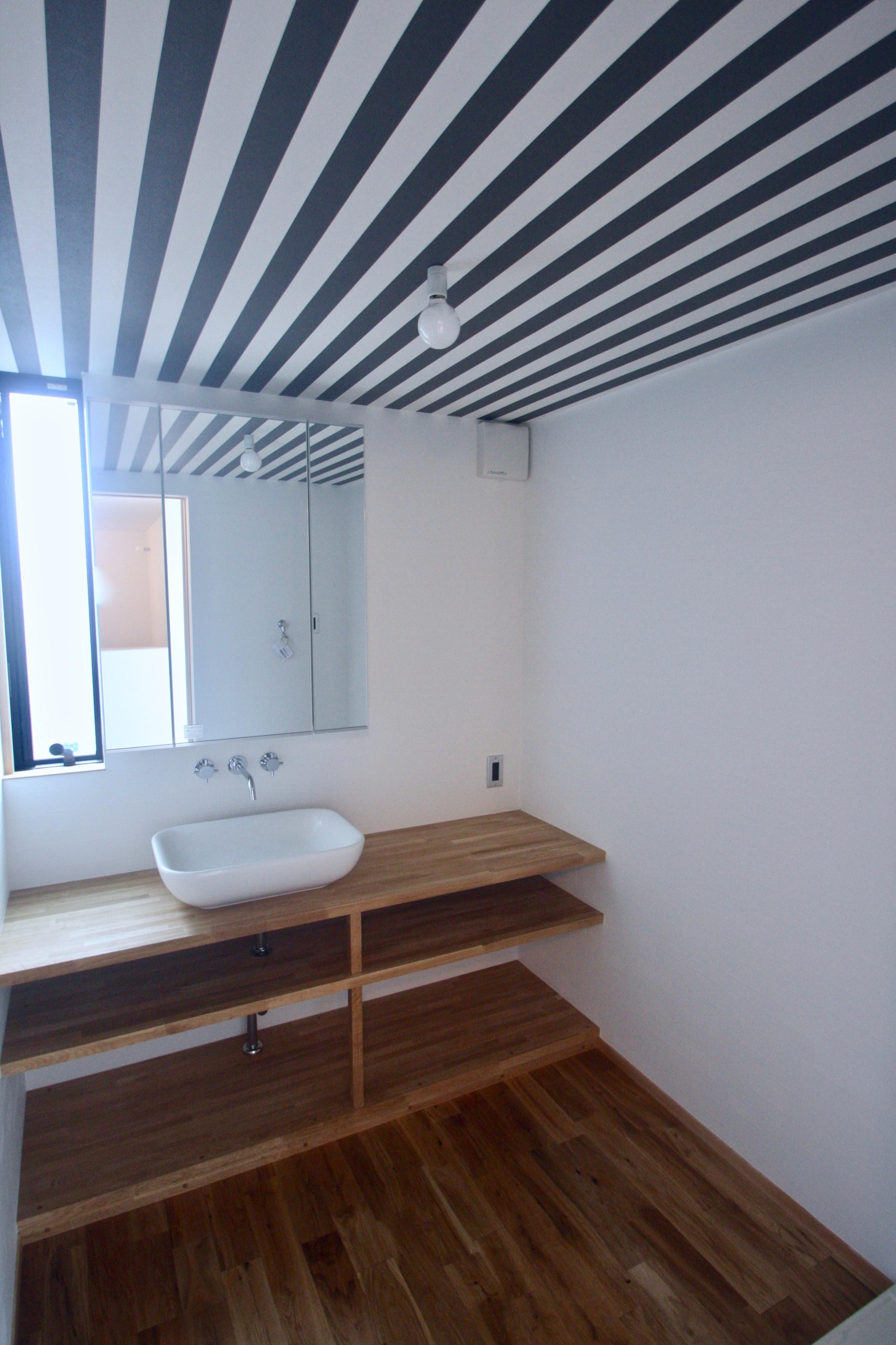 バス/トイレ事例:3階洗面室(三国の住宅:都心に暮らす家族5人の家)