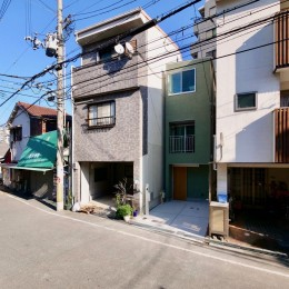 阿倍野の住宅:大阪の狭小住宅 3階建て (正面外観)